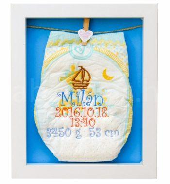 egyedi hímzett pelenka 1290576 350x380 - Többszínű hímzett pelus keretben - választható színek és minta/kék háttér