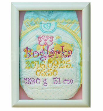 egyedi hímzett pelenka 1290590 350x380 - Többszínű hímzett pelus zárt keretben - választható színek és minta/rózsaszín háttér