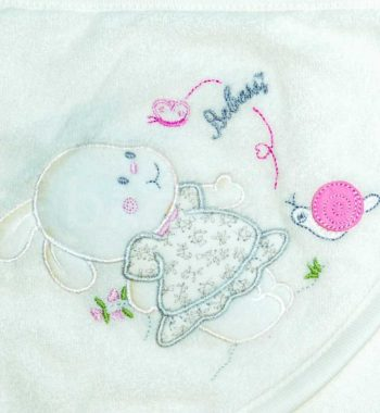 kapucnis baba fürdőlepedő