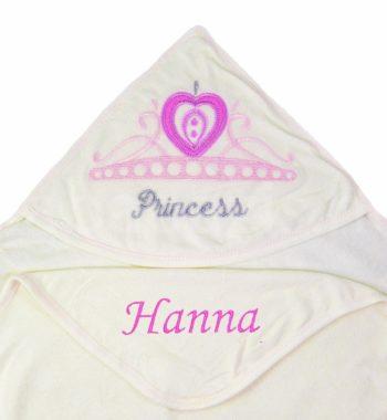 P1320110.2 350x380 - Névre szóló kapucnis törölköző szett – koronás-princess-krém