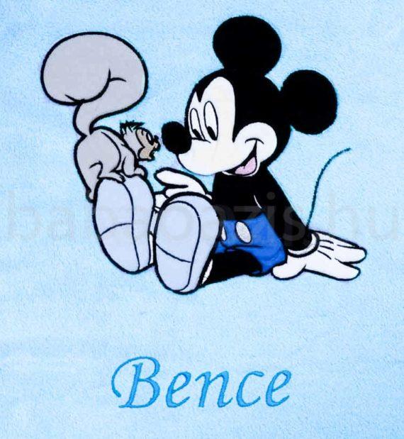 neves babatakaro mickey DSCF7298 3 570x619 - Névvel hímzett Disney Mickey babatakaró-világoskék